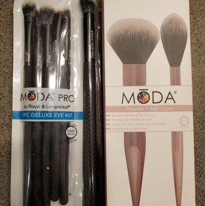Moda makeup brushes